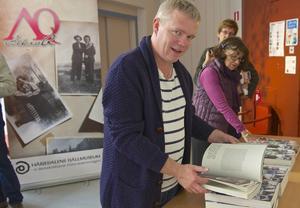 Lars Göransson, som besöker boksläppet, tycker att det är spännande med boken Queering Sapmi.