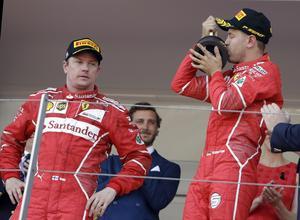 Ferrari slutade etta och tvåa. Kimi Räikkönen, som fick nöja sig med andraplatsen efter att ha blivit passerade på grund av sämre depåstoppsstrategi, såg dock lagom road ut när VM-ledaren Sebastian Vettel lyfte pokalen.