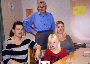 Carola Johansson-Forsberg, Kjell Eriksson, Zenia Johansson och Mia Östergårdh vid tisdagens möte om barnreumatikerprojektet.