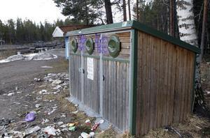 Den inofficiella rastplatsen norr om Fågelsjö efter E45:an, Björnån, är inte precis inbjudande just nu. Under icke säsong har soporna hopat sig. Nu ska området städas upp för att kunna möta turismen.