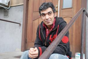 Ibrahim Sido kom till Sverige för fem år sedan. Nu ger han ut en diktsamling på svenska, via Books on demand.