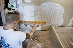 Kakling av kök pågår. Fyra av tio i Dalarna planerar att anlita hantverkare under 2017 för att renovera och bygga om hemma.