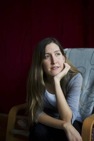 """Skicklig debutant. Agnes Hellström från Gimo skildrar internatskolevärldens dubbelmoral med något mer nyanserad penna än Jan Guillou använde i """"Ondskan""""."""