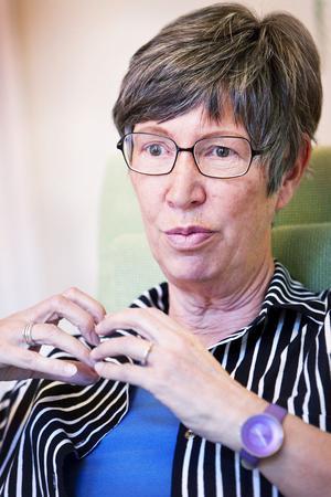 Ingrid Siksjö, ordförande i Blåklockan, berättar att de tagit fram informationsbroschyrer på de tolv vanligaste invandrarspråken i Gävle.