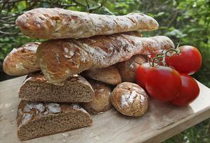 Surdeg är vägen till det riktigt goda matbrödet som inte alls behöver vara mörkt och tungt som tegelstenar.