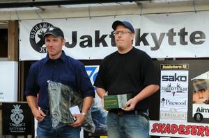 Victor Magnusson (till höger) och Niclas Emilsson blev etta, respektive trea i kulgrenarna i SM.