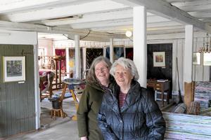 Rya och akvarell. I det gamla stallet på Sörbytorp ställer Anita Karlsson ut sin fars ryamattor och Susanna Lindström sina akvareller och trasmattor.