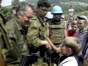 Krigsförbrytare. Den bosnienserbiske generalen Ratko Mladic var ytterst ansvarig för massakern.