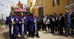 Procession till helgonets ära.