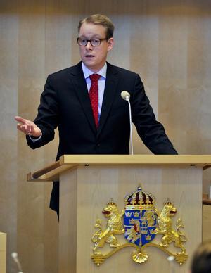 Migrationsminister Tobias Billström (M) har fått hård kritik för sitt senaste förslag rörande försörjningskravet.