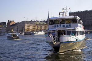 Bara ett par timmar från Stockholm finns ett smörgårdsbord av öar.