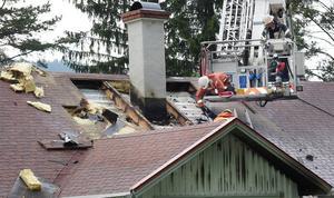 Villan i Orbaden fick omfattande skador då taket tvingades sågas sönder.