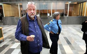 GW Persson på plats vid rättegången mot Lena Tysk efter hotet mot Agneta Kumlin.