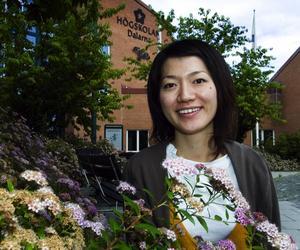 Student blev kvar. Rieko Saito kommer från Tokyo. Hon gillade Högskolan Dalarna så mycket att hon stannade kvar. Nu lär hon ut japanska. Foto:Mikael Forslund