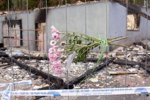 Många har visat sitt stöd för klubben. Bluesföreningen har lämnat blommor på platsen.
