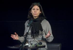 Anna Croneman beklagar bristen på jämställdhet när det gäller SVT Dramas regissörer.