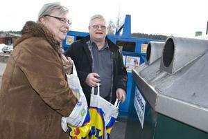 Ann-Christine och Jan Bäcklin gör ett besök vid återvinningsstationen minst en gång i veckan.