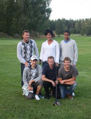 Från vänster, parvis: Mikael Dahlberg och Oskar Olsson, Ingela Sjöberg och Jonas Allvin, Samme Unger och Lars Viklund.
