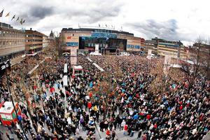 Torget var packat av folk som ville hylla SM-segrarna.