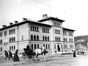 En nybyggd GA-skola ett år efter invigningen, 1893.