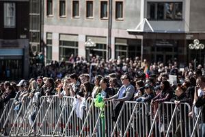 En stor motdemonstration samlades på Stora torget i Falun för att avvisa nazistiska Nordiska motståndsrörelsen.