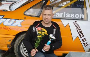 Peter Karlsson tog en första- samt en tredjeplats i Tjustjakten. Toppar SM-tabellen i Rallycross 2400 cc efter fyra körda deltävlingar.