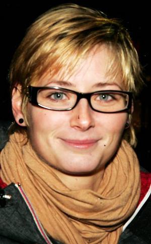 Lina Andersson, 25 år, Östersund:– Jag har ju ingen julgran. Men hemma hos mina föräldrar hade vi inte kastat ut den. Det är så mysigt med ljusen, de sprider ett så fint sken.