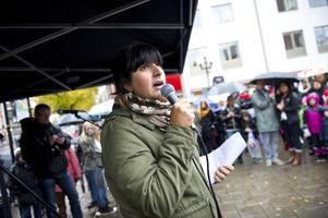 Roza Güclu Hedin (S) vill se att barnkonventionen blir lag.
