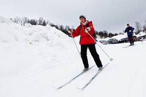 Så bär det iväg mot Össjöstugans våfflor och kaffe. Karin Pettersson, Falun, startar skidfärden från Walles.