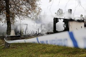 Brand på Rosenkullens asylboende utanför Munkedal den 20 oktober. Den brandhärjade byggnaden var ett annex och de 14 personer som evakuerades togs om hand i asylboendets huvudbyggnad.