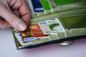 De falska poliserna lyckades lura en man i Falun att lämna i från sig sitt bankkort samt pin-kod.
