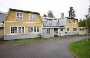 Att möbelaffären är uppförd i olika etapper gjorde att auktionsförrättaren Kjell Engman förstod att ägaren varit en förmögen man.