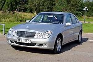 Foto: OLLE HILDINGSON Välkänd profil. Mercedes E-klass har förändrats försiktigt i sin nya generation.