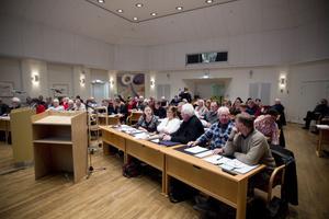 Ungefär 47 procent av ledamöterna i Hudiksvalls fullmäktige har missat ett eller flera möten under 2011.