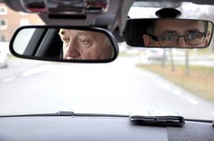 Sture Björk från Lit bestämde sig för att ta nya privatlektioner i bilkörning drygt 50 år efter att han tog körkortet. Trafikskolechefen Lars Anderzon lovordar initiativet.
