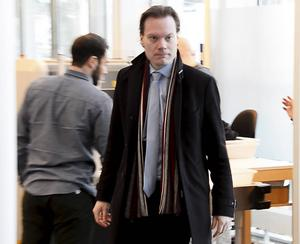 Rättegången mot SD:s riksdagsledamot Martin Kinnunen inleddes Södertörns tingsrätt på tisdagen. Fälls han för grovt skatte- och bokföringsbrott kan straffet bli fängelse. påverkar det SD:s popularitet.