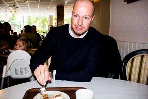 Mikael Olsson, VSK, på ett fik i centrala Västerås.