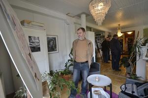Hemma. Per-Henrik Swensson besökte Kerstin Nilsson-Eskilsson under Konstslingan för två år sedan. I helgen öppnar hon åter sitt hem för konstens skull.