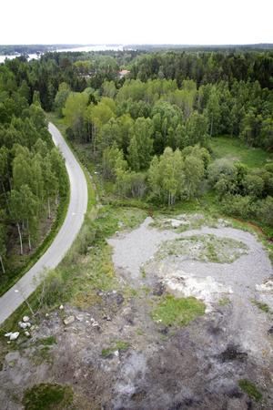 Ytterligare en halvmeter jord ska skrapas bort innan marksaneringen är färdig.