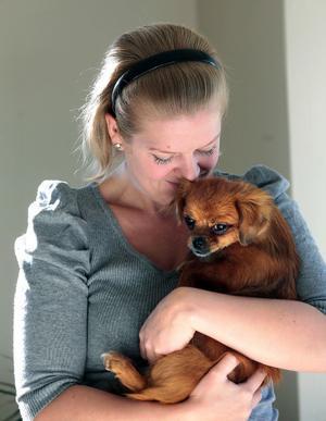 – Det började med att jag kollade om jag kunde hjälpa den här organisationen. Jag råkade hitta den här lilla vovven och hade egentligen inte tanken att adoptera en hund, säger Jenny Sundberg.
