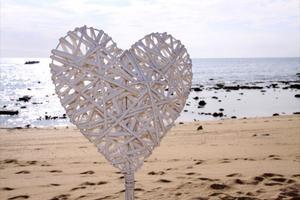 """SVENSKA HJÄRTAN. """"Våra hjärtan kom med på planet. Alla var så angelägna om att hjälpa oss att få med dem till bröllopet"""", berättar Hanna."""
