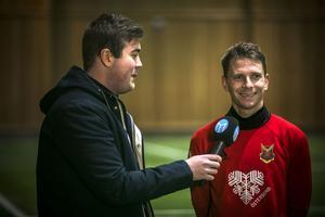 Johan Bertilsson i intervjusituation. I ett dygn har han varit östersundare. Första träningen är avklarad.