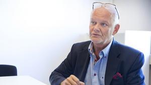VLT uppmärksammade att västeråsprofilen Björn Klingmalm i sitt arbete på arbetsförmedlingen placerat långtidsarbetslösa i fas 3 på sin väns företag. Han var jävig, visar nu arbetsförmedlingens egen utredning.