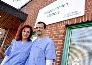 Bernadett och Sandor Szimuly är två av numera totalt fyra ungerska familjeläkare, som jobbar vid Hälsocentralen Matfors.