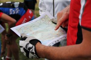 De som vill får ta med sig kartor, för att vara säkra på att välja rätt väg runt berget.