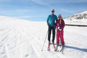 Ulrika Bengtsson och Klara Persson från Sälen på torsdagstur längs leden runt Sömlinghågna ovanför Lofsdalen. Än har inte spårvärdarna hunnit hit.