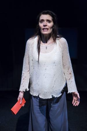 Alexandrs Zetterberg Ehn som Johanna Dark vars tro på människans godhet till slut knäcker henne.