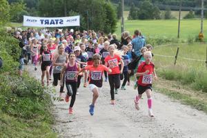 I flick- och pojkklassen över två kilometer sattes högsta fart redan i starten.