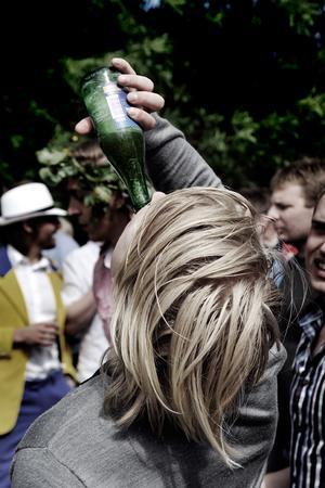 Unga super som aldrig förr. Mellan 2004 och 2008 fördubblades antalet unga män som riskerar att dricka sig till ett missbruk.