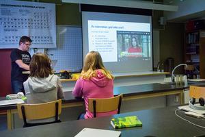9D på Gäddgårdsskolan använderockså verkliga händelser som underlag för diskussionerna.